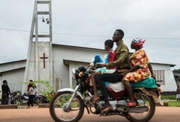 """Epidemia de Ébola aumenta búsqueda de """"curación divina"""" en iglesias"""
