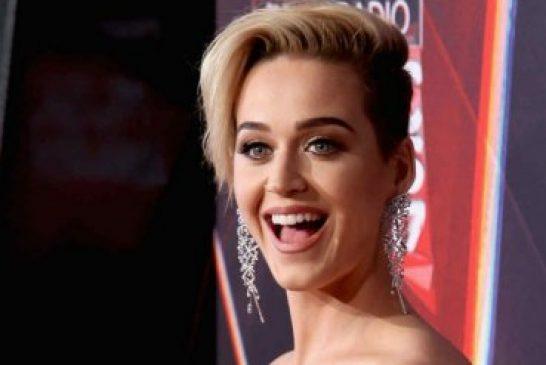 """""""Mi madre oró por mí toda la vida, para que yo volviera a Dios"""", dice Katy Perry"""