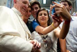 "Papa Francisco insta a usar ""Pokemon Go católico"