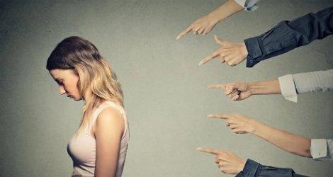 9 señales de que en tu iglesia te están acosando por esto