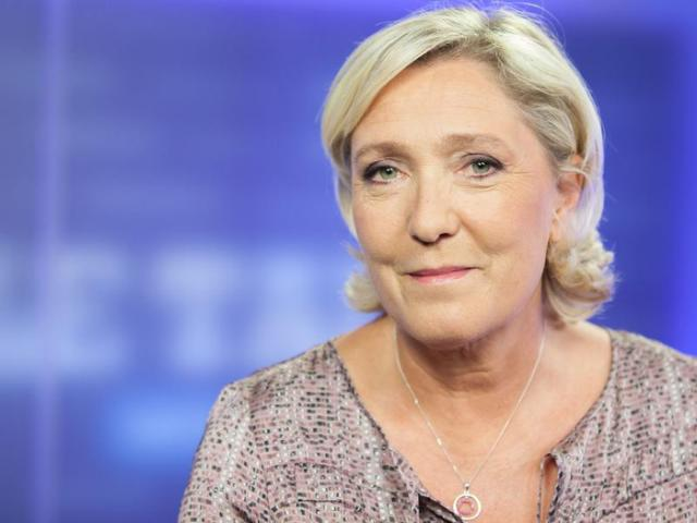 Sondage : Emmanuel Macron enraye sa chute, Marine Le Pen toujours en hausse