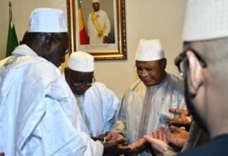 IBK, béni par le Khalife Thierno Madani Tall de la Famille Omarienne.