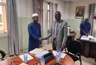 CHU GABRIEL TOURE: Le Pr. Mounirou Baby passe le flambeau à  Dr Abdoulaye Sanogo