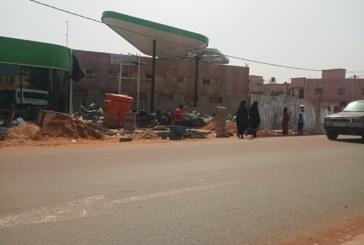Artère de la route de l'aéroport international Modibo Keita: la société Yara oil construit illicitement une station d'essence