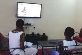 Cours à distance via la télé, la radio et autres réseaux sociaux : Une expérience mal appréciée par beaucoup de parents