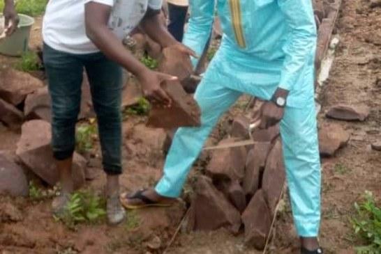 Sabalibougou Courani : Le jeune Sékou Djigué pose la première pierre de la maison des jeunes