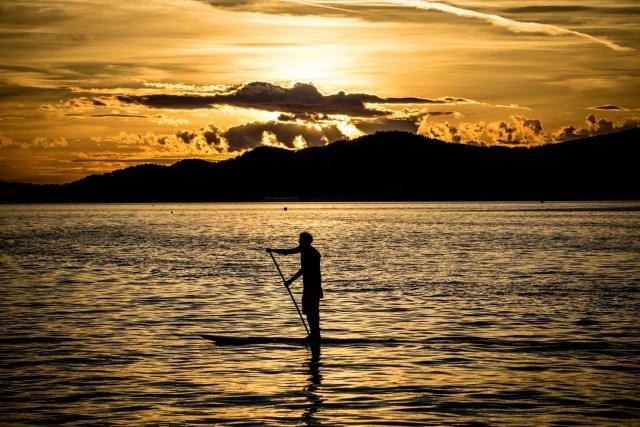 malika-surf-sup-scuola-roma-santa-severa-marinella-paddle-board-1122355_1920