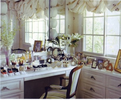 stolić za šminkanje