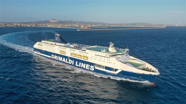 Fähre der Reederei Grimaldi Lines