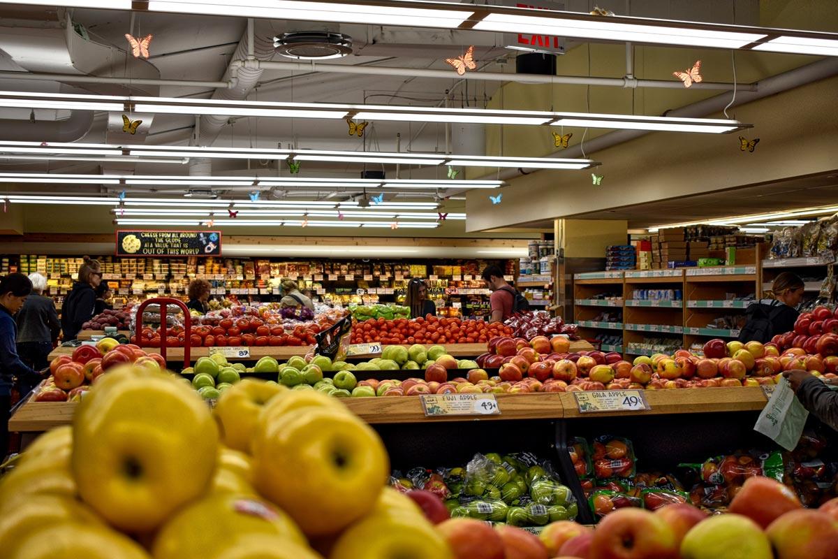 Lebensmittel im Supermarkt auf Mallorca