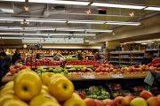 Wieder lange Warteschlangen vor Supermärkten der Balearen