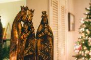 Vorabend des Dreikönigstages wird mit pompösen Umzügen gefeiert