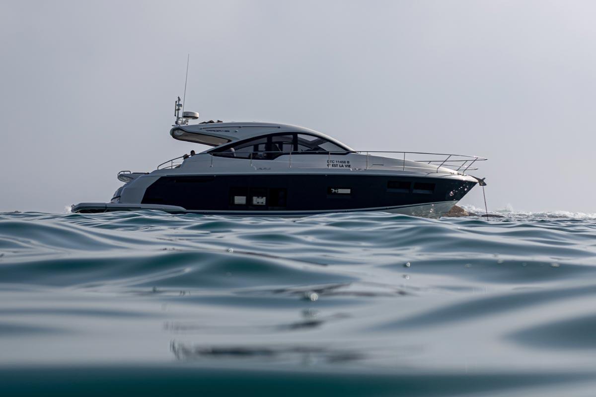 Schwarz Weisse Yacht