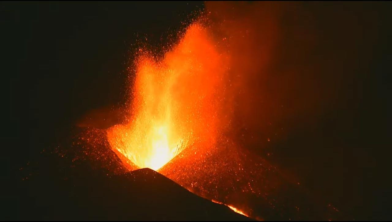 Speiender Vulkanschlot