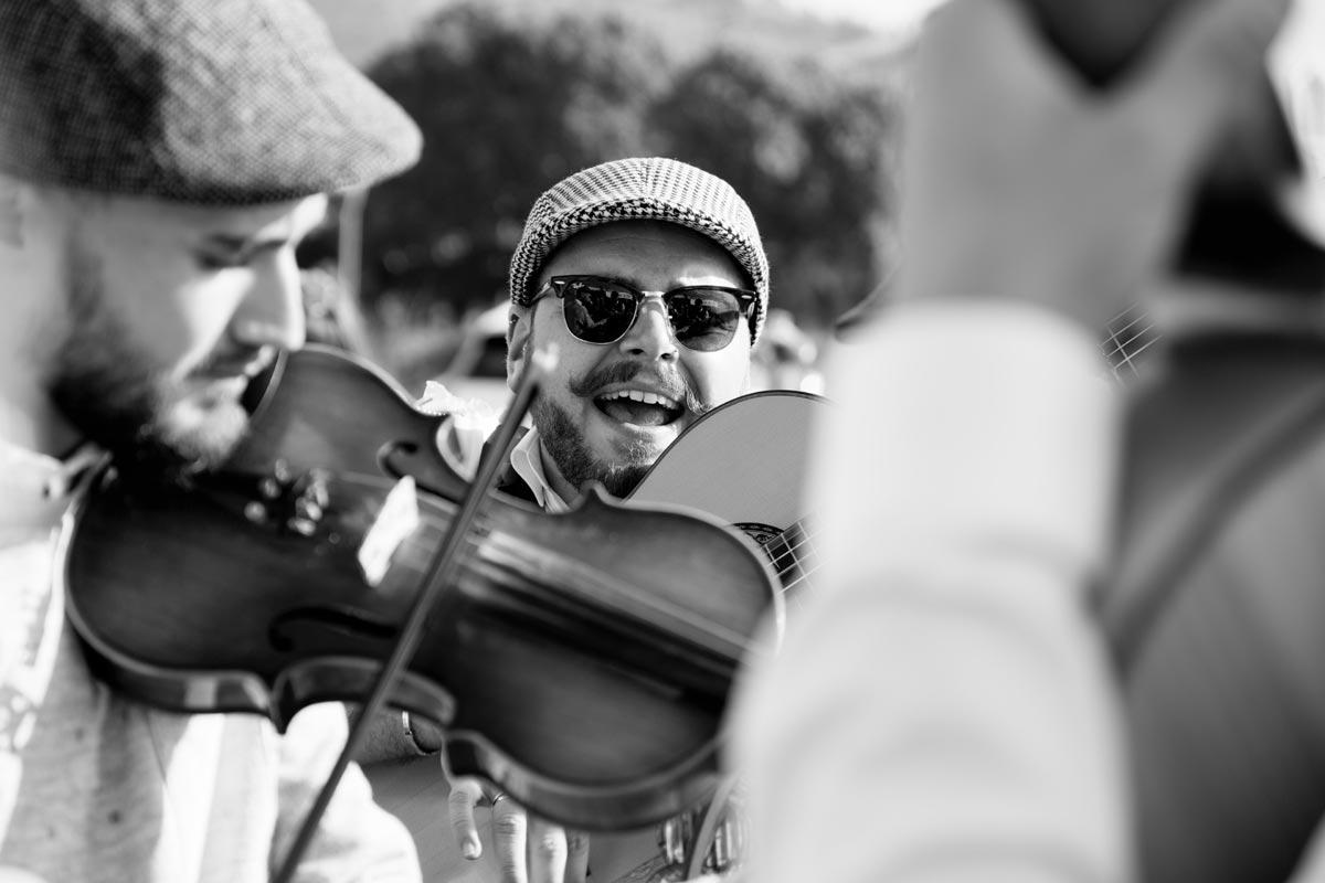 Strassenmusik auf einer Fiesta