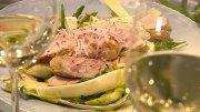 Salat aus rohem Spargel mit Kaninchenrücken