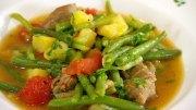 Eintopf mit Lamm, grünen Bohnen, Kartoffeln und Tomaten