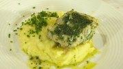 Kartoffelpüree mit Fischfilet im Kräutermantel