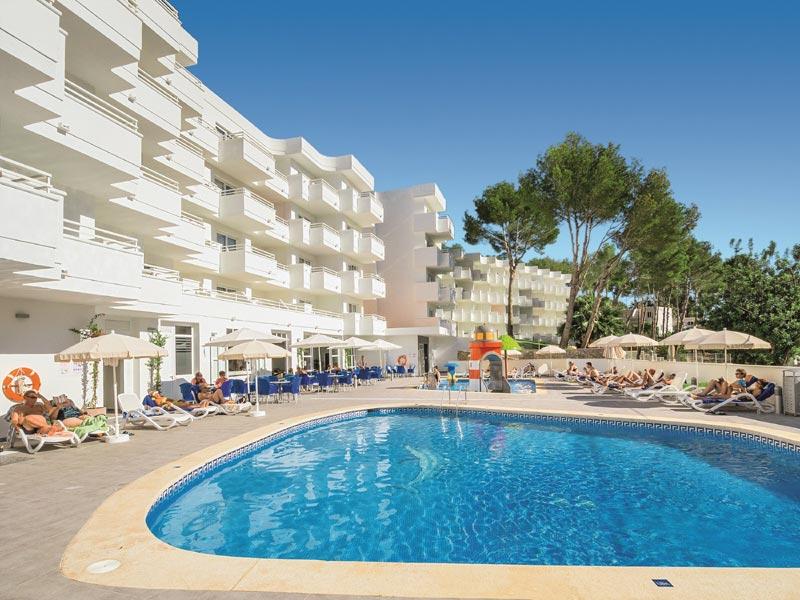 """alltours Gruppe übernimmt Hotel Paguera Park (4,5*) und baut Position von allsun Hotels auf Mallorca weiter aus / Eigene Hotelkette betreibt jetzt 28 Ferienhotels in Spanien. alltours übernimmt das Hotel Paguera Park 4,5* (Foto). Es ist damit die 22. Ferienanlage der alltourseigenen Hotelkette allsun Hotels auf Mallorca. Weiterer Text über ots und www.presseportal.de/nr/53186 / Die Verwendung dieses Bildes ist für redaktionelle Zwecke honorarfrei. Veröffentlichung bitte unter Quellenangabe: """"obs/alltours flugreisen gmbh"""""""