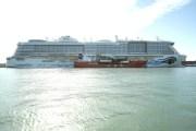 Premiere in Barcelona: Mit AIDAnova wird erstmals ein Kreuzfahrtschiff im Mittelmeer mit emissionsarmem Flüssigerdgas (LNG) betankt
