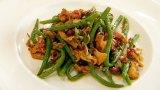 Salat aus feinen Böhnchen und Pfifferlingen