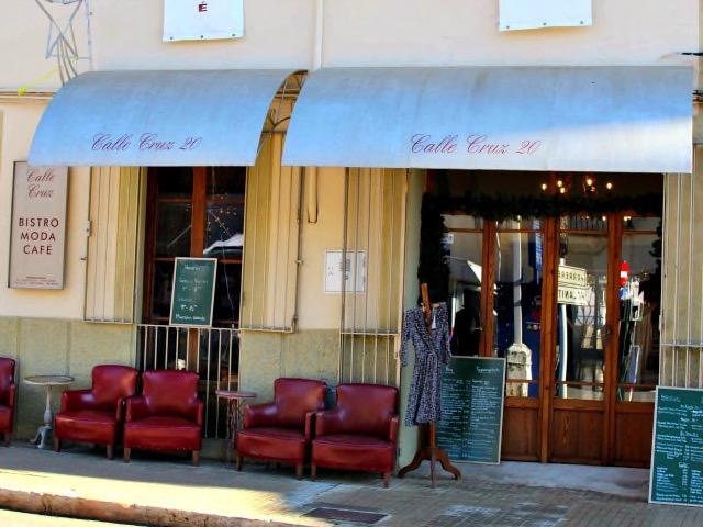 Bistro Moda Cafe - Calle Cruz 20 in Campos