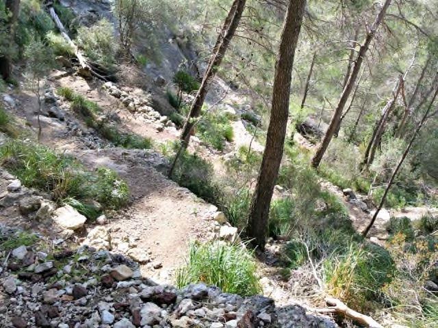 Der Aufstieg zum Eingang von Avenc de Son Pou