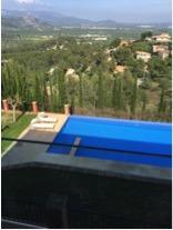 Der Villa Vegana Pool und Ausblick.