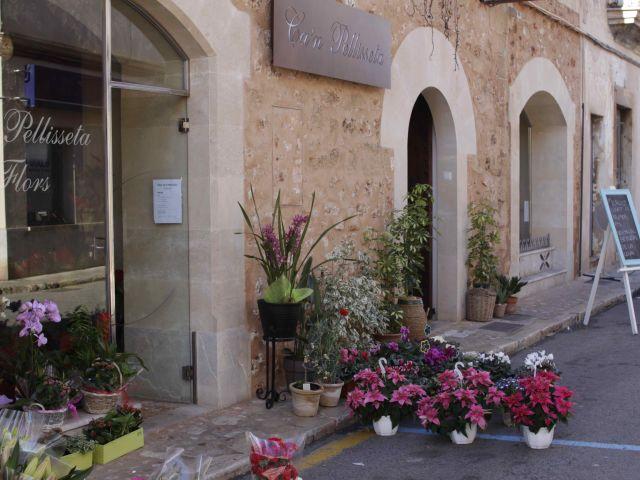Der Eingang vom Espai Can Pellissetta in Campos : beste mallorquinische Produkte