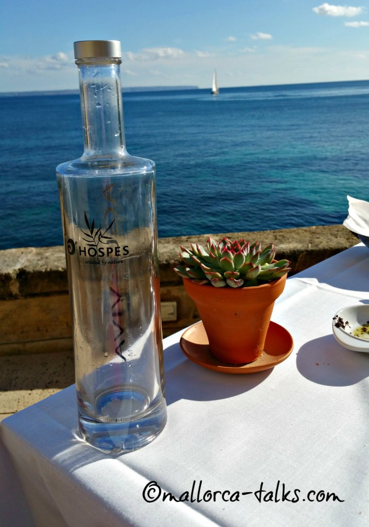 Eine kleine Erfrischung im Bistro des Hotel Maricel auf Mallorca
