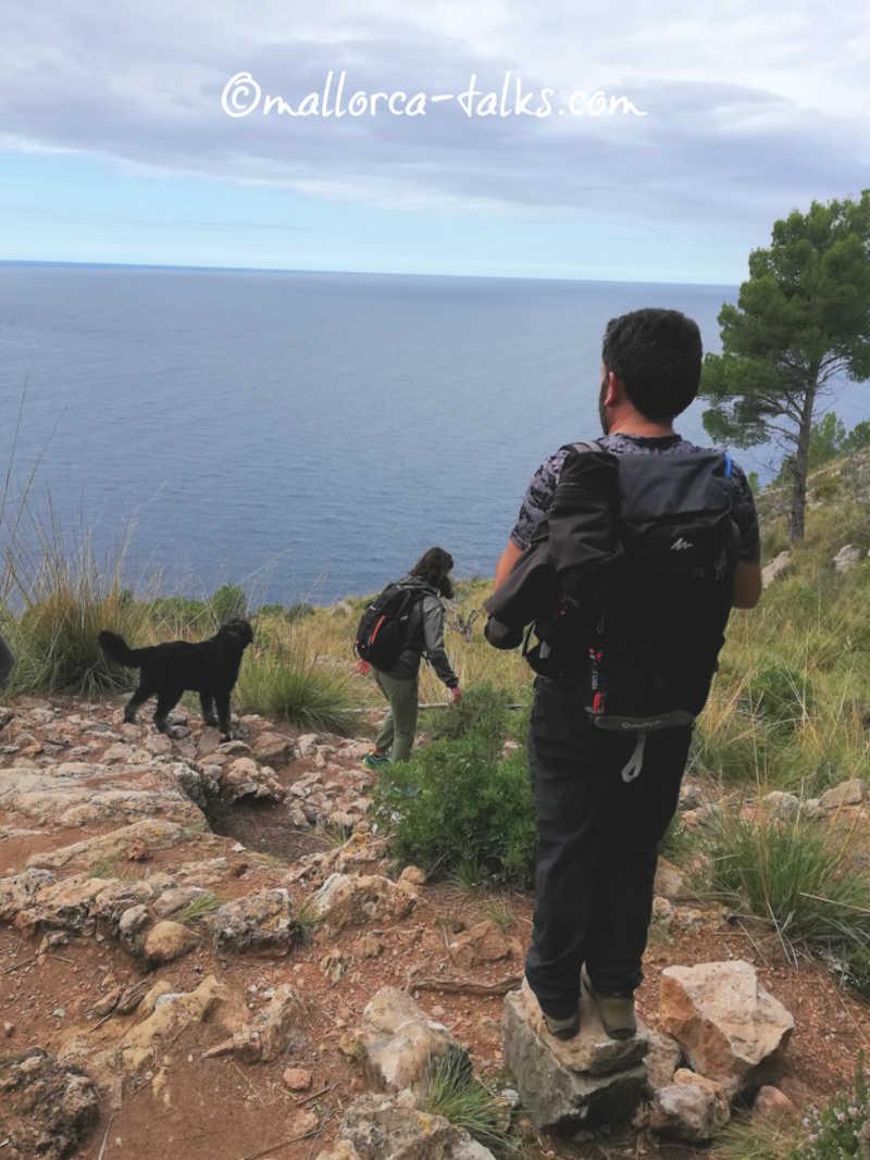 Wanderung mit Hund von Cala Tuent zum alten Elektrizitätswerk
