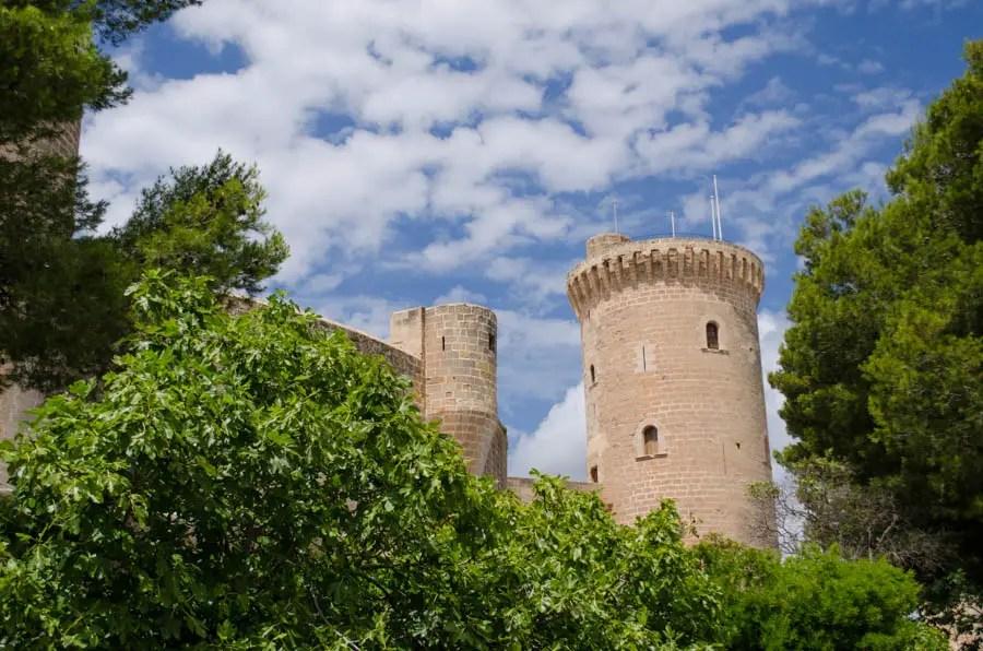 Die Burg im Wald von Bellver