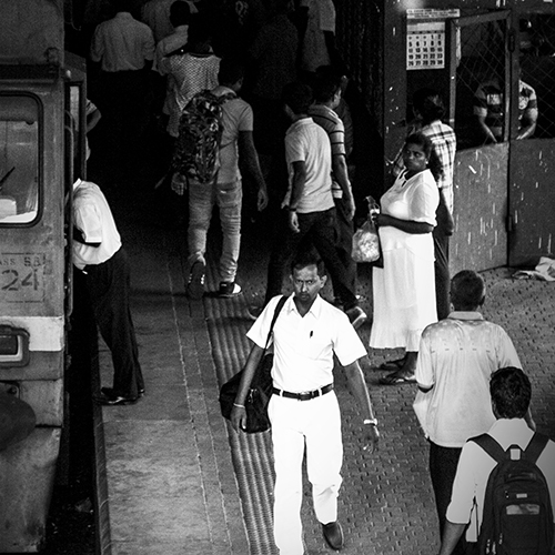 Crowded track at Comlombo central station
