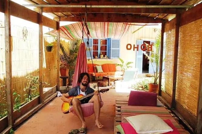 boho-hostel-garden