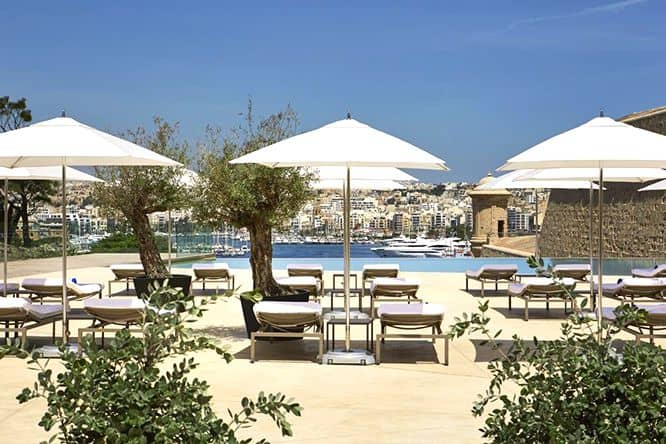 hotel-phoenicia-terrace-pool