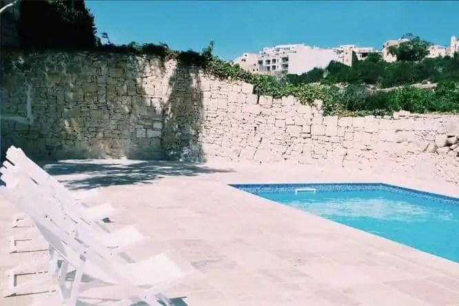 inhawi-hostel-pool