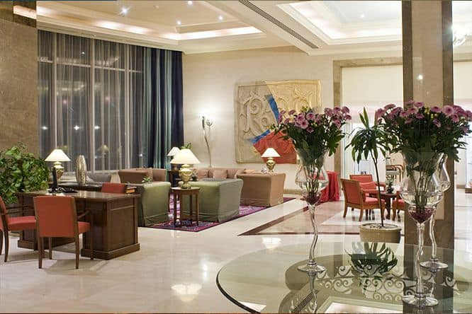 radisson-golden-sands-lobby