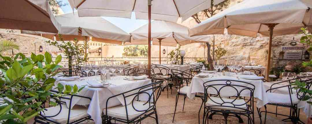Restaurants in Malta often offer the ability to eat out in the open air.