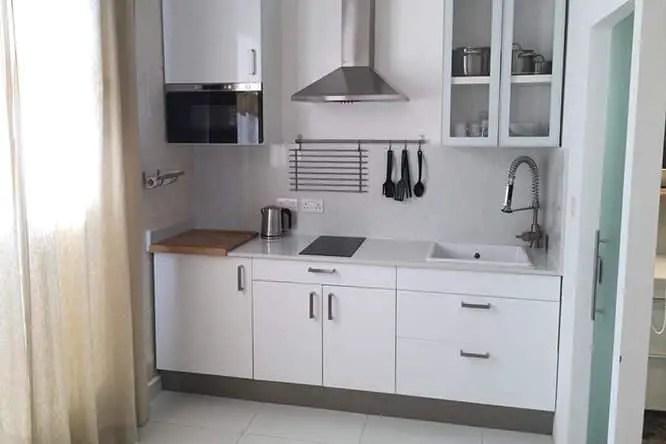 two-pillows-boutique-hostel-kitchen