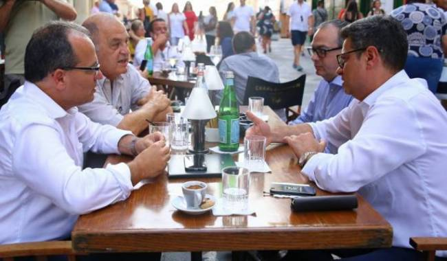 The four PN leadership candidates having a drink together