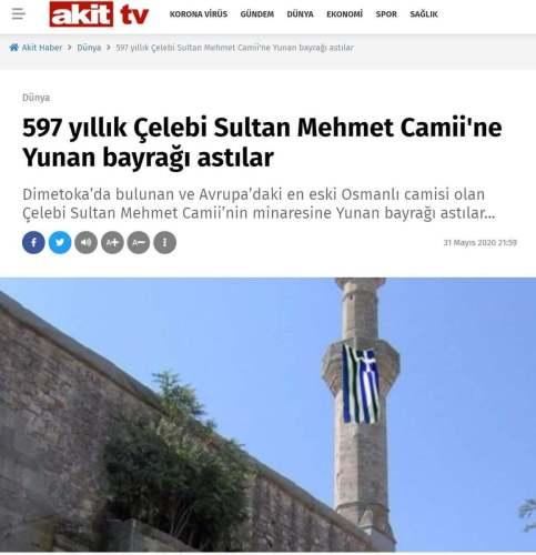 camisinin minaresine Yunan bayrağı asıldığı