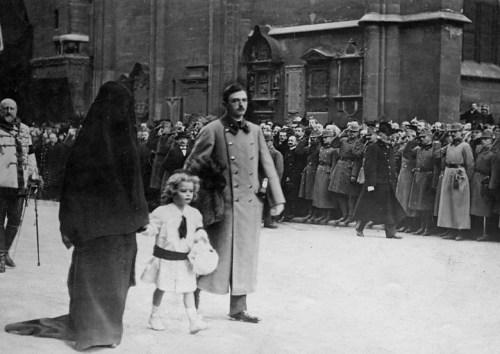 Avusturya Macaristan İmparatoru Karl, İmparatoriçe Zita ve Arşidük Otto, İmparator Franz Josef'in Cezane Merasiminde (30 Kasım 1916)
