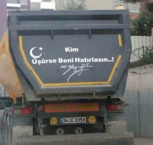 """""""Kim üşürse beni hatırlasın"""" sözünü Muhsin Yazıcıoğlu'na atfeden kamyon arkası yazısı"""