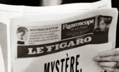 1920'lerin Paris'inden sanılan fotoğraf karesinde görünen Le Figaro Gazetesinin logosu 2008 yılında oluşturulmuş.