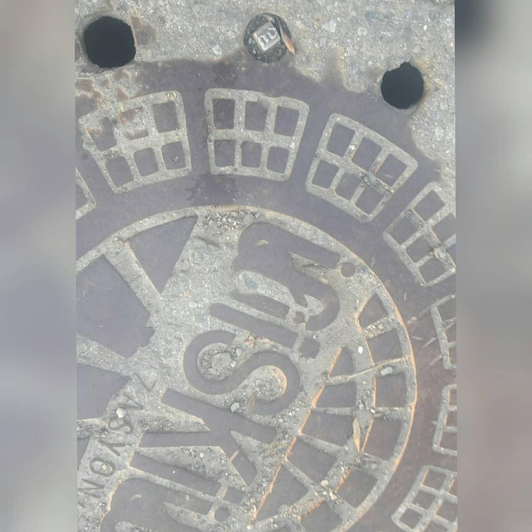 Üzerinde Allah yazısının bulunduğu sanılan rögar kapağı