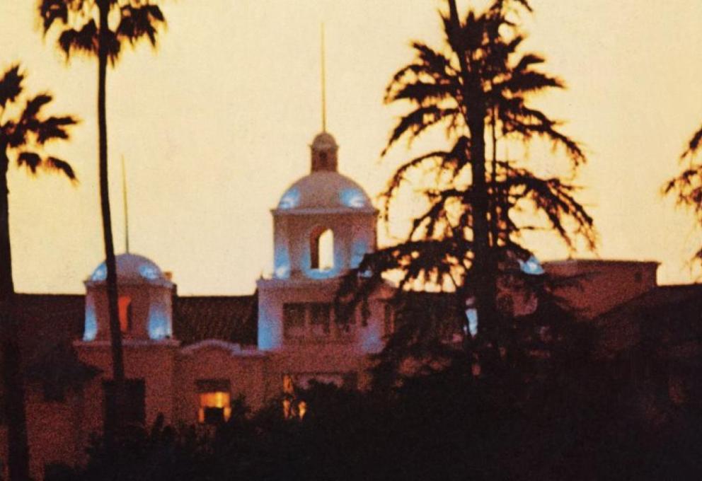 HOTEL CALIFORNIA: GLI EAGLES LO PUBBLICAVANO OGGI