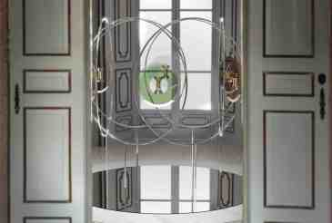 Design: FELICE LIMOSANI INTERPRETA L'ICONICA CLESSIDRA LE SABLIER DI DIPTYQUE