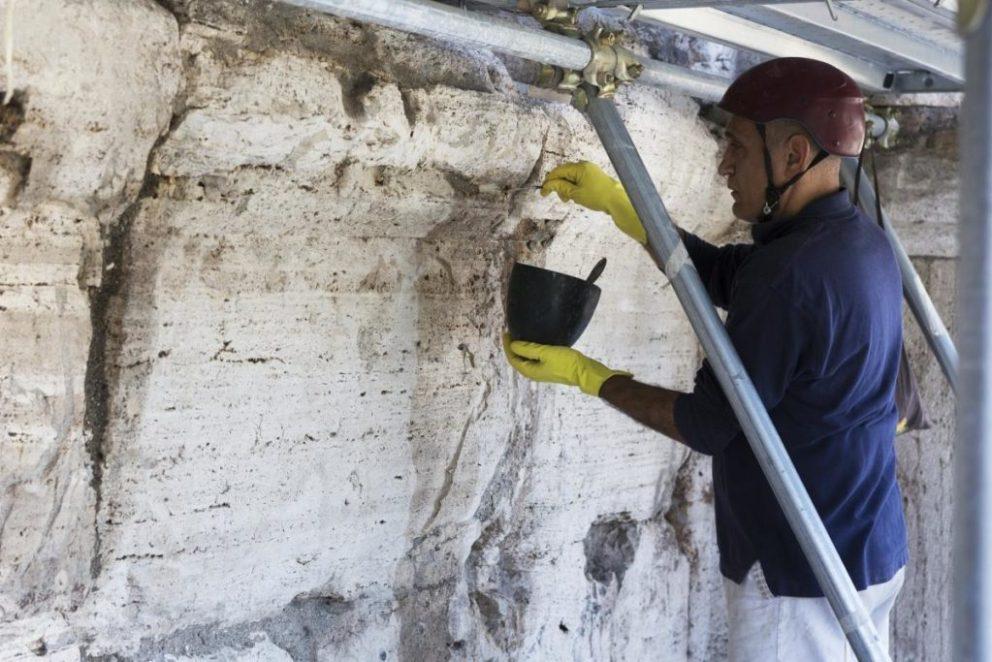 Arte: Tod's ed il restauro del Colosseo. Una fase del restauro.