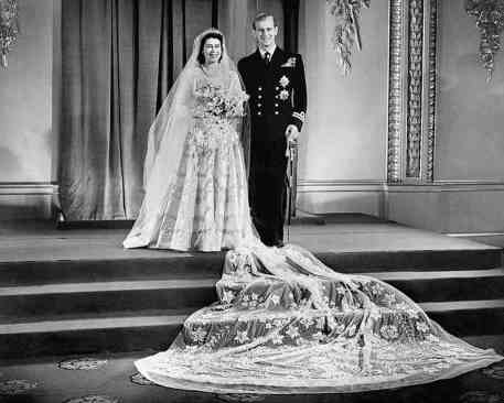Mame Moda Auguri a Meghan Markle e al principe Harry, oggi sposi. abito sposa regina Elisabetta