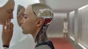 mame cinema EX MACHINA - STASERA IN TV IL FILM DI ALEX GARLAND scena